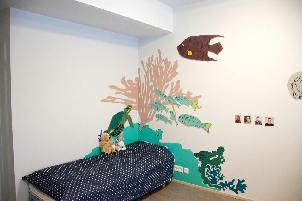 Sovrum med vita väggar